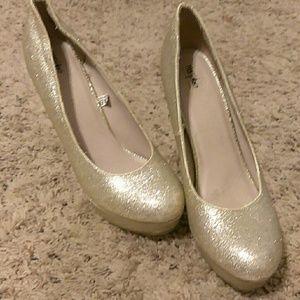Mossimo champagne/gold glitter heels 8